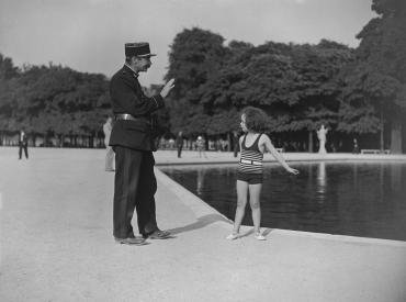 Baignade interdite aux Tuileries, 1934