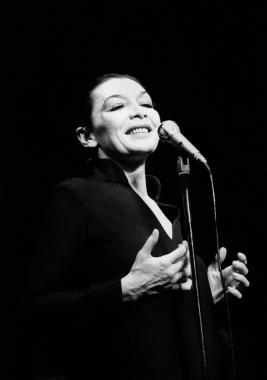Juliette Gréco sur scène en 1978