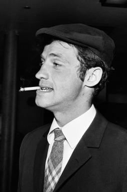 Jean-Paul Belmondo à la cigarette, 1960