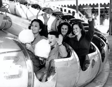 Cheveux aux vents, Londres, vers 1950