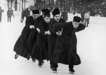Séminaristes en patinage, Royaume-Uni, 1966