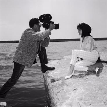 Pascale Petit avec un photographe, 1959