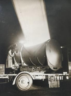 Le plus grand projecteur du monde, 1931