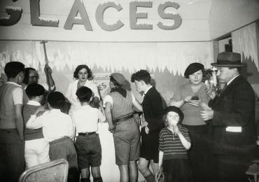 A l'assaut du marchand de glaces, vers 1950