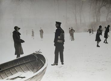 Patinage dans Hyde-Park, Londres, vers 1940