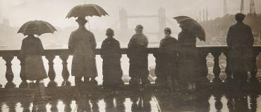 Les parapluies devant Tower Bridge, Londres