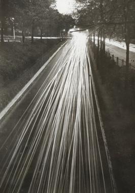 Chaussée lumineuse, Londres, vers 1950