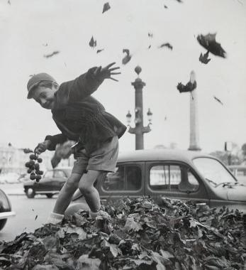 L'automne fait la joie des enfants, Paris, 1952
