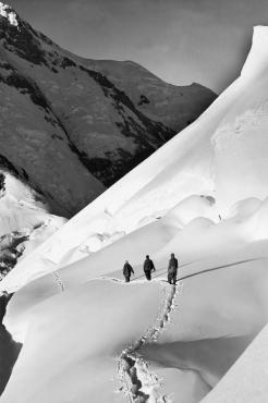 Ascension du Mont Saint-Elias en Alaska, vers 1930