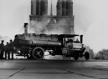 Goudronnage de la place Notre-Dame de Paris, 1932