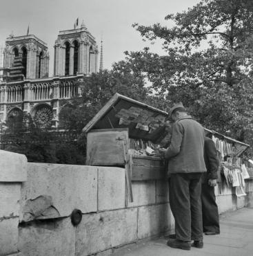 Les bouquinistes, Paris, 1947