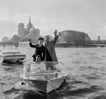 Claudine Auger et Omar Sharif à Paris, 1966
