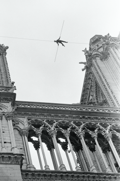Le Funambule aux Tours Notre-Dame de Paris, 1971