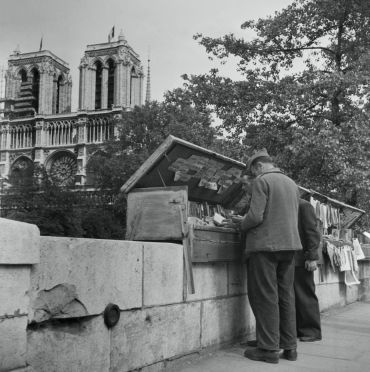 Les bouquinistes, Paris, 1947