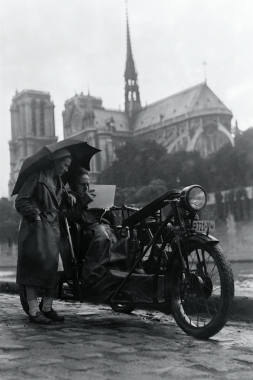 Peintre motocycliste à Paris, 1931
