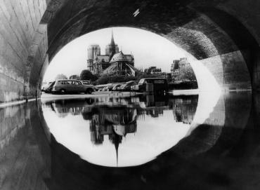 Reflet de Notre-Dame sous le pont de Sully, 1966