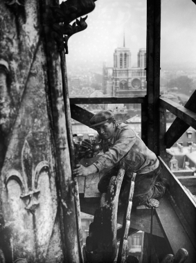 Réfection de la Sainte Chapelle à Paris, vers 1930