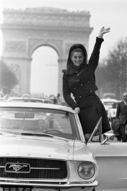 Sheila en Mustang, Paris, 1967
