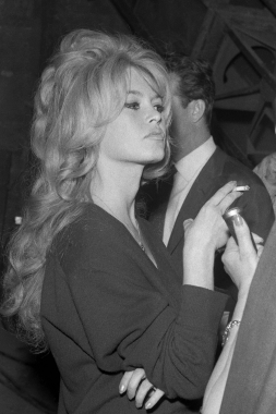 Et dieu créa la Brigitte Bardot, 1956