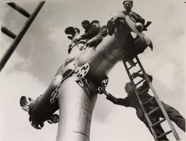 Les ouvriers et la croix de Saint-Paul, Londres, 1951