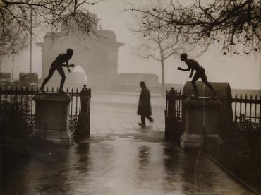 Scène de brouillard, Embankment, Londres, vers 1950