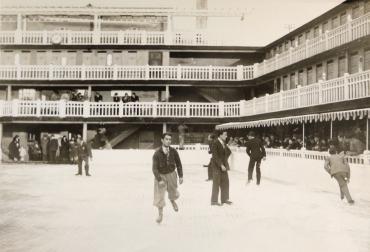 Molitor : Piscine en été, patinoire en hiver, 1931