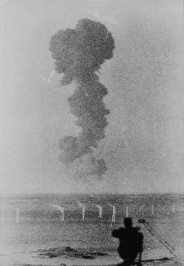 La troisième bombe atomique française explose à Reggane, Algérie, 1960