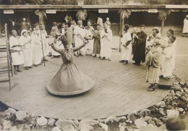 Le derviche tourneur, vers 1930