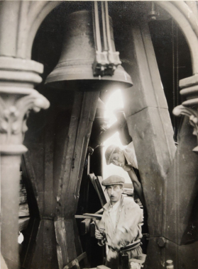 Les ouvriers de Notre-Dame, vers 1940