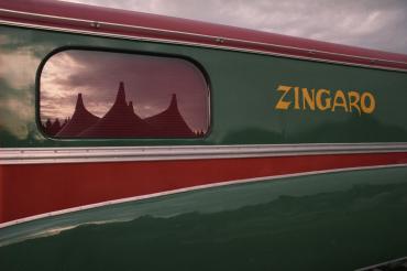 Caravane en tournée, sous chapiteau