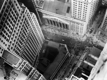Deux nouveaux gratte-ciels se dressent devant la Bourse de Wall Street, 1930