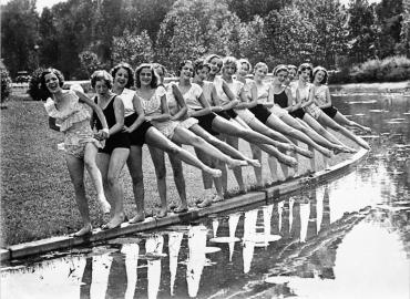 Répétition en plein air pour les danseuses du ballet de l'Opéra municipal de Forest Park, Etats-Unis, 1931
