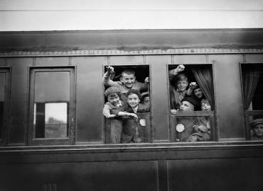 Départ d'enfants parisiens en vacances, 1936