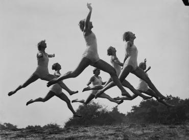Exercices physiques dans la nature, vers 1950