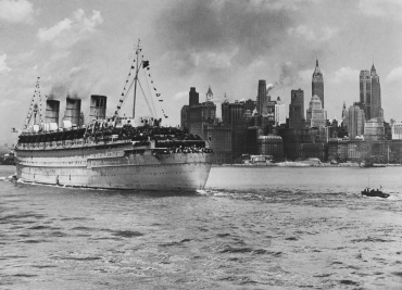 Liner passant devant Manhattan, New York, vers 1930