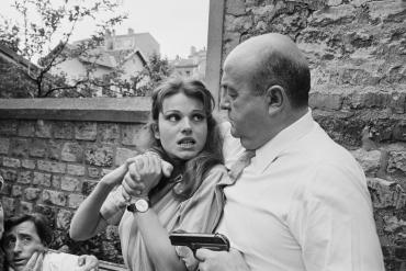Bernard Blier menaçant Maria Latour dans le film « Le fou du labo 4 », 1967.