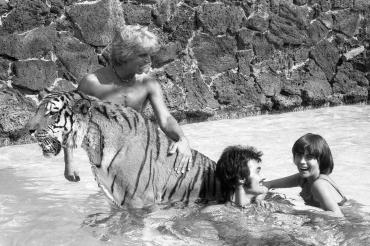 Mireille Mathieu et le tigre, 1966